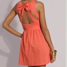 Love the color and the bow! <3
