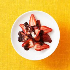 150 calorie snack - 1 cup strawberries with chocolate sauce