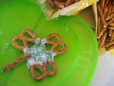 Pretzel Shamrock Tutorial