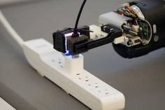 Fingertip sensor gives robot unprecedented dexterity  - http://scienceblog.com/74447/fingertip-sensor-gives-robot-unprecedented-dexterity/