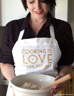 DIY: Custom Apron with a Glitter Iron-On Quote || lia griffith
