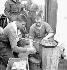 Infantrymen of The Highland Light Infantry of Canada cooking a meal aboard LCI(L) 306 of the 2nd Canadian (262nd RN) Flotilla en route to France on D-Day, 6 June 1944. #vintage #WW2 #1940s #Canada #soldiers