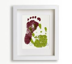 Babys First Christmas Hand and Foot.  Cute way to remember babys size.  Cute Project Life idea