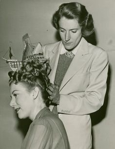 Wouldn't you just love to know the back story behind this intriguing 1940s-channels-a-Georgian-era-hairstyle photo? #vintage #hair #hairstyle #boat #costume #1940s