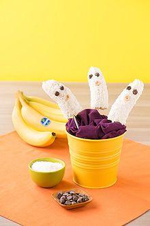 easy Chiquita Halloween Banana Ghosts Recipe via @chiquitabrands #halloween #banana #recipe #idea