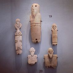 Predynastic carved human figures in bone and ivory. Human figures: a carved ivory tusk (hippopotamus canine) decorated with a bearded head, the eyes hollowed for inlay; a bone 'tag' carved as a stylised human figure with incised decoration; and a bearded | Flickr: Intercambio de fotos
