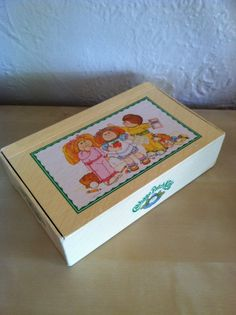 I LOVED these old pencil boxes.