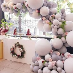 We're simply obsessed with balloon wedding installation... and this color is just beyond 💕 . Design @boutiqueballoonsmelbourne! | via @thewedlist . . #desserttables #balloons #weddingballoons #weddingcaketable #weddinginstallation #partyplanner