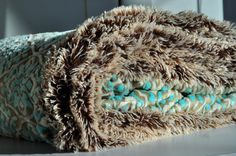 Aesthetic Nest: Sewing: Minky Ultimate Couch Blanket (How-to) - blanket has pocket for your feet :)