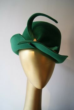 '1940s sculpted felt hat - look at those lines, so stylish!' -- couldn't have said it any better