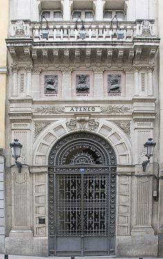 Portal del Ateneo. Calle del Prado.