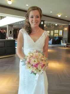 We loved designing the bridal bouquet with soft textures and scents. www.appleblossom-flowers.com