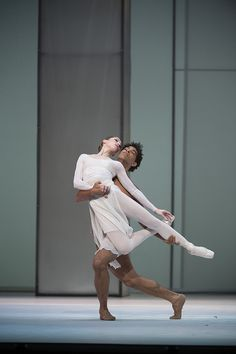 The Royal Ballet's Leanne Benjamin and Carlos Acosta - Photo: © Bill Cooper