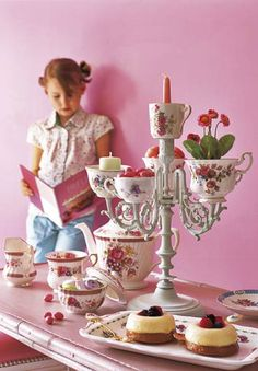 Waaa! that this girl does wonderful things with cups!. By Camille Soulayrol.