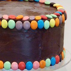 Ideas para decorar una tarta de cumpleaños con lacasitos - Bizcochos y Tartas - Recetas - Charhadas.com
