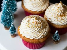 Eggnog Cupcakes with Whipped Eggnog Buttercream  Blogger Cindy Ensley of Hungry Girl por Vida toasts the holidays with elegant eggnog-infused cupcakes.