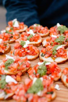 Bruschetta topped with feta cheese and pesto. A simple and classic appetiser for a cocktail menu. This inspired me, as I love to eat bruschetta as an entree dish. Idea, Food, Bruschetta Topping, Simple Wedding Appetizers, Eat, Simple Appetizers Wedding, Awesom, Appetizers For Weddings, Parti