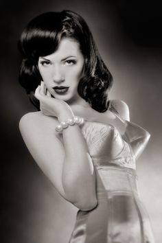 Pin Up Vixen:: Modern Day Pin Up Girl:: Vintage Hair and Makeup