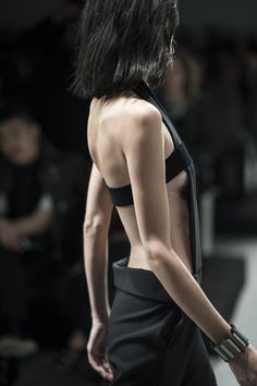Chic tailoring with an open back & chunky band - minimal style; fashion details // Damir Doma
