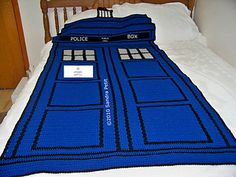Blue Police Box by Sandra Petit of CrochetCabana Free Pattern: http://www.ravelry.com/patterns/library/blue-police-box  #TheCrochetLounge #DrWho Collection
