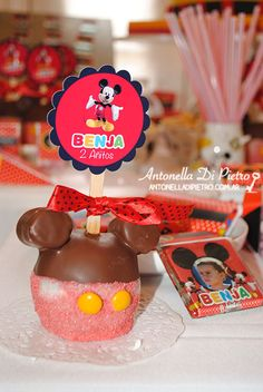 Mickey apple. Manzana con chocolate de Mickey . Souvenirs, party favors, ideas, fiesta de mickey mouse, party http://antonelladipietro.com.ar/blog/2013/05/mickey-mouse-sole-villarreal/