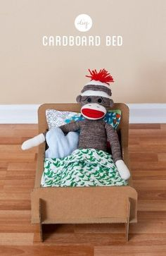 A cardboard bed that won't hurt your sock monkey's back. Recycle/Upcycle/Repurpose bed style, doll beds, cardboard boxes, sock monkeys, monkey bed, cardboard doll, bunk beds, bed voor, cardboard toys