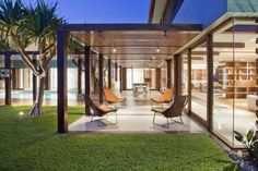 The Albatross Avenue House on Australia's Gold Coast by Bayden Goddard Design