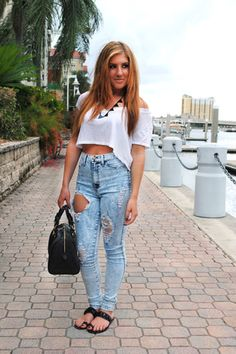STYLE ADVICE OF THE WEEK: Jeans And T-Shirt Kind Of Day | College Fashionista