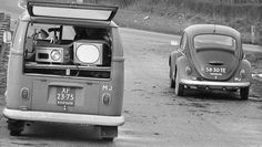 VW Bus T1 (XF-23-75), en Kever (58-30-TE), Rijkspolitie 1974