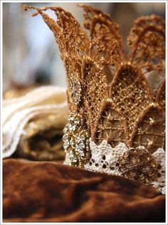 ❥ lace crown