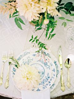 Toile China | photography by http://www.berrettphotography.com | tabletop by vintagedishrentals.com