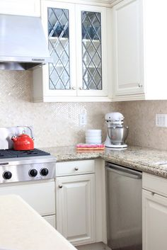 Perfect backsplash, counter tops and cabinets