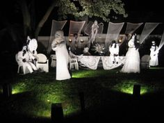 Lots of Halloween front yard display ideas - over 30 pics