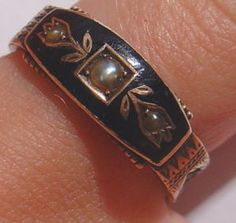 antique Victorian  1892 gold enamel pearl hair mourning ring