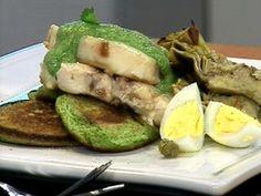 Atún con salsa verde y blinis de arvejas ... Narda Lepes