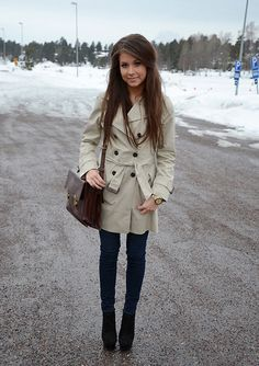 i want a trench coat! love her blog, such great fashion