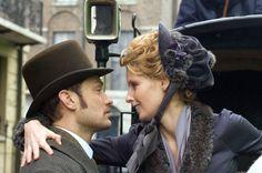 Sherlock Holmes_Jude Law, Kelly Reilly close