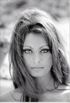 beauty tips, inspiring women, sophia loren, messy hair, cat eyes, italian beauty, hair looks, beach hair, natural beauty