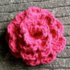 Free crochet flower pattern. Great for beginners! I love this flower, its easy and very pretty. Its a pretty big flower so to size it down I started with a chain of 31 instead of 51. I use it for hats and prefer smaller flowers.
