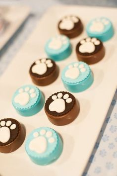 Chocolate covered Oreos at a puppy-themed party. So cute--and great idea for any party theme.