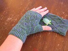 tingletangle: Pomatomus fingerless gloves