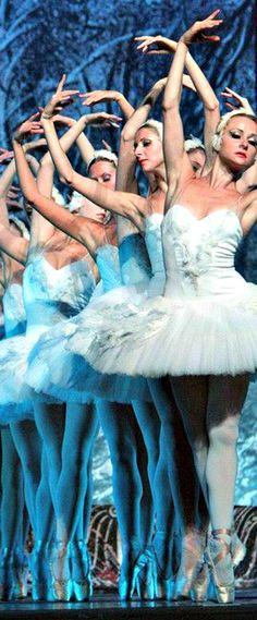Ballet. Swan Lake. En pointe. Beautiful.
