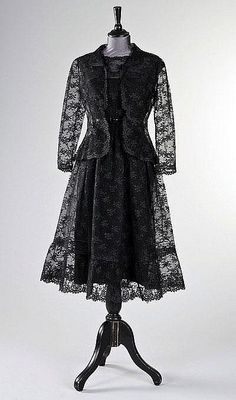 Vintage: Givenchy ensemble worn by Audrey Hepburn in How to Steal a Million (1966).