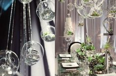 Cute idea with clear Christmas ornaments and fill them with fake crystals and pearls