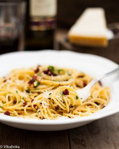 Spaghetti alla Siciliana ( Spaghetti with sundried tomatoes, garlic and olive oil). Only 5 ingredients. #italian #pasta #spaghetti #vegetarian