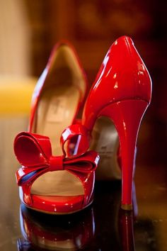 Vintage red shoes. Love the bows!  Just love the shoe.