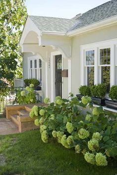 doors, ranch style, front yards, windows, hous, bungalow, porticos, hydrangeas, window boxes