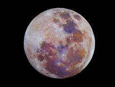 the Real Colors of the Moon