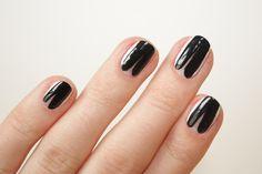 Nail Corner: Chloe-inspired black and white manicure