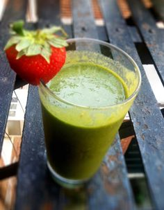 Living Simply Gluten Free: Strawberry Kale Banana Smoothie